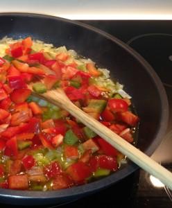 Pisto de verduras con huevo escalfado